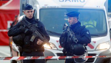 Photo of لاجئ سوداني يقتل شخصين بسكين ويصيب آخرين وسط بلدة فرنسية