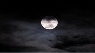 Photo of بعد سنوات من الحيرة.. حل لغز اختفاء القمر تماما من السماء عام 1110!