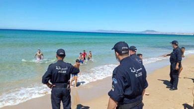 Photo of دورات أمنية متواصلة لتجسيد قرار الغلق…  إزالة كراسي وطاولات عبر شواطئ وهران