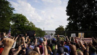 Photo of تجدد الاحتجاجات في الولايات المتحدة ومتظاهرون أمام البيت الأبيض يطالبون برحيل ترامب