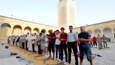 Photo of عودة التونسيين إلى المساجد والمقاهي بعد الخروج من العزل التام