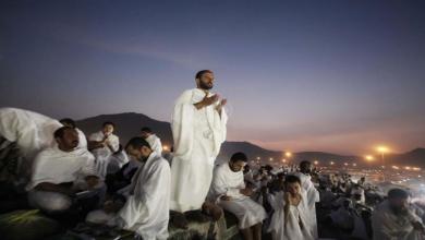 Photo of 10 آلاف حاج يقفون بصعيد عـرفة اليوم في مـوسم حـج استثنائي