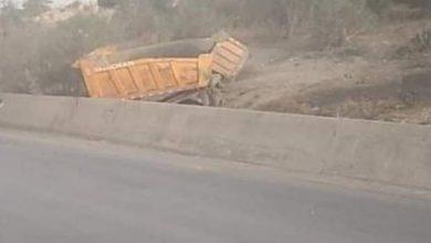 Photo of وفاة شخص وإصابة آخرين في إصطدام 3 شاحنات بالبويرة..