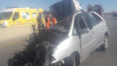 Photo of وفاة شخصين وإصابة 4 آخرين في اصطدام سيارة وشاحنة ببرج بوعريريج
