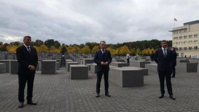 Photo of قمة التطبيع… وزير خارجية الإمارات يزور النصب التذكارى لضحايا الهولوكوست في برلين