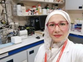 Photo of الدكتورة ميس عبسي من الكلية الملكية البريطانية بلندن: رحيل فيروس كورونا في ظرف سنة