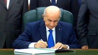Photo of الرئيس تبون يمضي على المرسوم المتضمن إصدار تعديل الدستور في الجريدة الرسمية