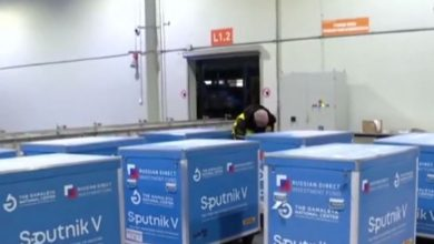 Photo of وصول الطائرة العسكرية الحاملة للشحنة الأولى من لقاح سبوتنيك v إلى مطار بوفاريك