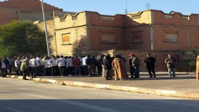 Photo of غليزان :عمال مسرحون من مصنع تركيب السيارات يحتجون