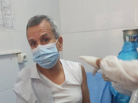Photo of سبب تأخره كان انتظاره للدور فقط… وزير الصحة يتلقى اللقاح ضد فيروس كورونا بمستشفى القطار