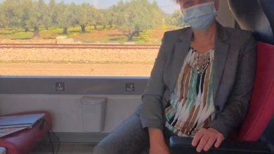 Photo of للتمتع بجمال الجزائر… سفيرة هولندا تنتقل إلى وهران عبر القطار