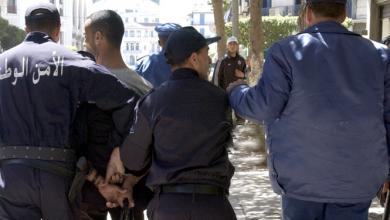 Photo of القبض على مسبوق قضائي وحجز أسلحته البيضاء و60 قرص مهلوس بوهران