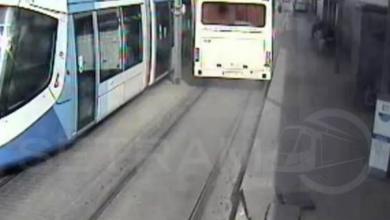 Photo of حافلة لنقل المسافرين تسبّب أضرارا مادية لترامواي الجزائر