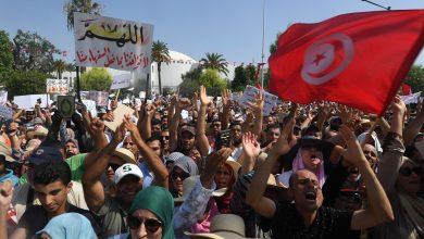 Photo of مظاهرات في تونس مطالبة بحل البرلمان واستقالة الحكومة