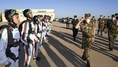 Photo of الفريق السعيد شنقريحة يشرف على تنفيذ تمرين القفز المظلي الرياضي بالناحية العسكرية الأولى