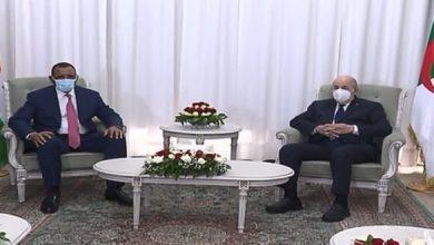 Photo of الرئيس النيجيري يترحم على شهداء ثورة التحرير بمقام الشهيد