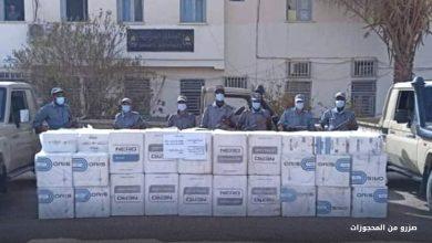 Photo of إحباط محاولة تهريب 40 ألف علبة سجائر وحجز بندقية صيد وذخيرة