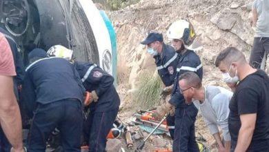 Photo of إنقلاب حافلة بتيزي وزو يخلف وفاة شخصين وإصابة 15 آخرين