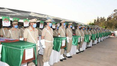 Photo of توديع 33 شهيدا من العسكريين ضحايا إخماد النيران